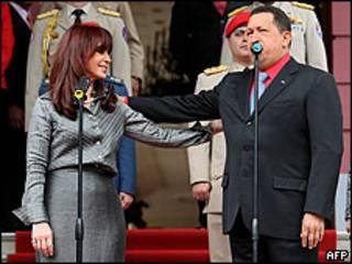 Cristina Fernández y Hugo Chávez en Caracas el 11 de agosto.