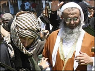O clérigo Abdel-Latif Moussa (ao fundo) /AFP