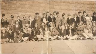 Foto escolar de Paul McCartney com colegas (Foto: cortesia The Beatles Shop / www.beatlesauction.co.uk)