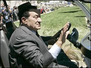 مبارك في واشنطن لبحث سبل احياء عملية السلام في الشرق الاوسط