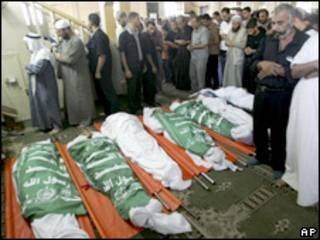 Funeral de policiais do Hamas mortos no confronto