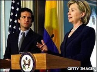 O chanceler colombiano, Jaime Bermúdez e a secretária de Estado dos EUA, Hillary Clinton. Foto Getty Images