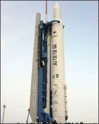 الصاروخ الذس سيحمل القمر الى الفضاء
