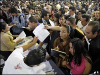 Mexicanos procuram empregos. Foto AP