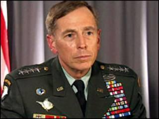 الجنرال الأمريكي، ديفيد بتريوس