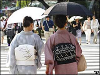 Mujeres japonesas con kimonos