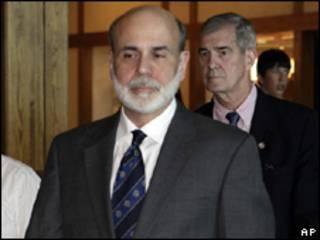 O presidente do Fed, Ben Bernanke, chega a encontro no Wyoming na quinta-feira (AP)