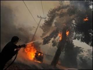 Fogo queima área de 50 quilômetros.