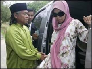 المرأة الماليزية التي حكمت بالفلقة
