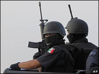 Policías federales en México