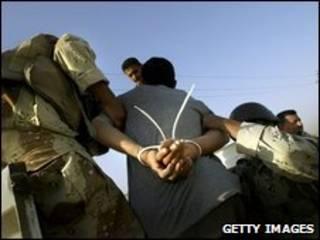 prisioneiros no Iraque, em 2005