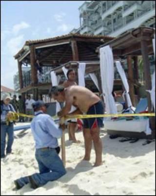 Clausura en playas de Cancún, México.