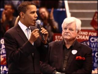 کندی در کنار اوباما