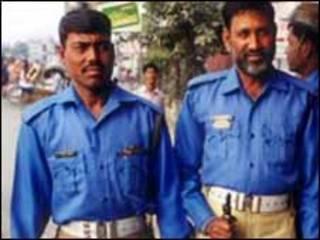 Policiás en Dhaka