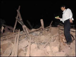 آثار الزلزال السابق