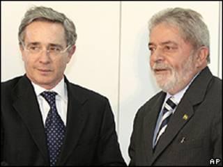 Uribe e Lula durante encontro em Brasília