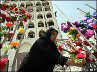 زهور في موقع الانفجار في بغداد