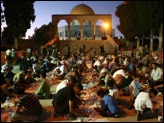 مائدة افطار في القدس