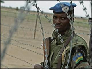 احد افراد قوات حفظ السلام الافريقية في دارفور