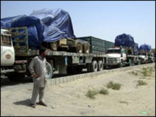 طابور من الشاحنات عن معبر تشامان