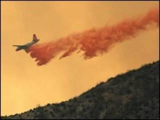 مهار آتش با هواپیما در لس آنجلس، 30 اوت