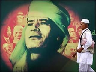 جدارية للقذافي