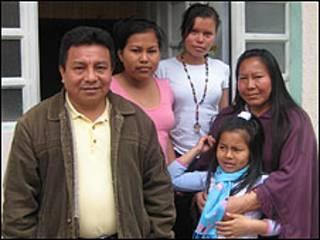 Simón Valencia y su familia