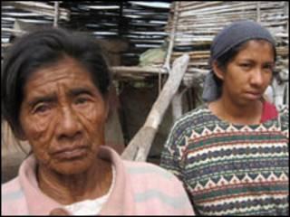 Teresa Barrio y su nieta.