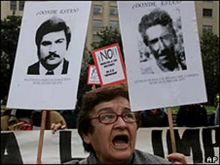 Familiares de desaparecidos durante el gobierno de facto de Augusto Pinochet