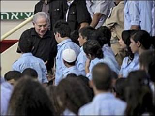نتنياهو يزور طلاب مدرسة عربية شمال اسرائيل