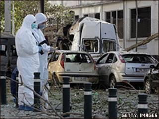 Personal especializado supervisa los daños en Atenas