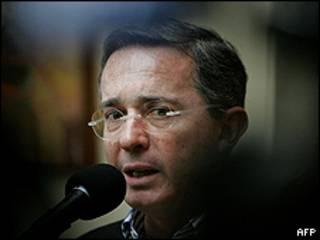 الرئيس الكولومبي ألفارو أوريبي