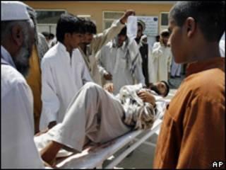 Trasladan a herido en atentado en Mehtar Lam