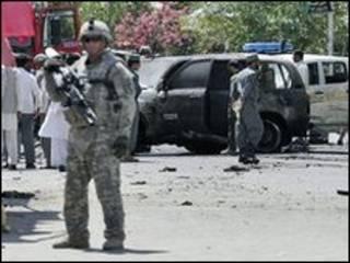 سرباز آمریکایی در صحنه حمله در شهر مهترلام