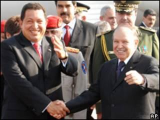 Hugo Chávez, presidente de Venezuela, y Abdelaziz Bouteflika, presidente de Argelia