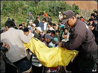 Equipos de rescate en Cianjur