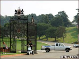 Policiamento no cemitério de Forest Lawn