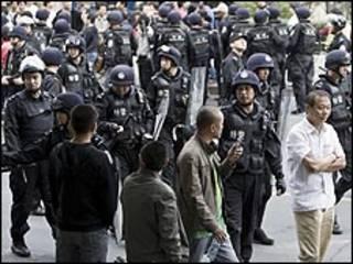Cảnh sát TQ tại Urumqi