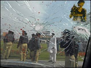 श्रीलंका में टीम पर हमला