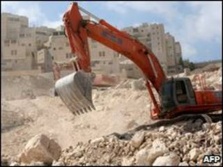Escavadeira em assentamento