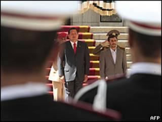 Hugo Chávez, presidente de Venezuela, y Mahmoud Ahmadinejad, presidente de Irán