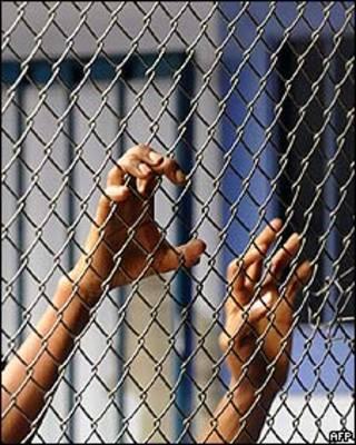Imigrante ilegal preso em centro de detenção na Costa Rica