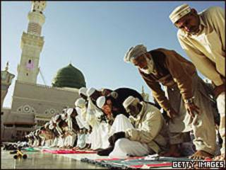 Musulmanes rezando en La Meca