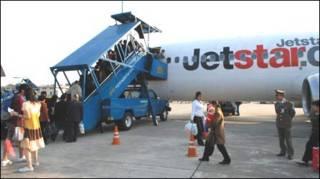 Hành khách Việt Nam lên máy bay Jetstar Pacific