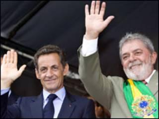 Nicolas Sarkozy (esq) e Luiz Inácio Lula da Silva