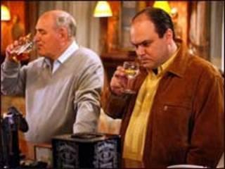 在酒吧喝酒