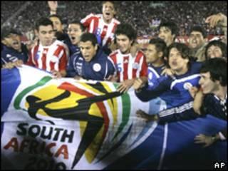 Paraguayos celebran victoria frente a Argentina