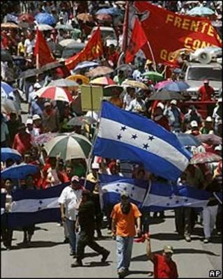 Manifestación contra el gobierno interino de Roberto Micheletti en Tegucigalpa, 10 septiembre 2009