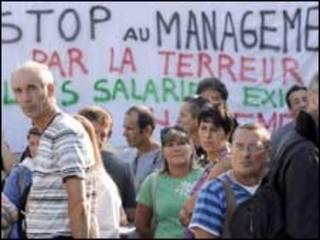 موظفون في فرنس تليكوم يؤبنون زميلا لهم انتحر