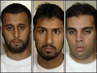 Tanvir Hussain, Abdulla Ahmed Ali e Assad Sarwar (da esq. à dir.)